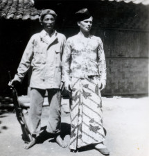 Dutch Marine Grijzenhout changing his uniform and weapon with the traditional clothes of his Indonesian friend Wardi, Surabaya 1947/48.