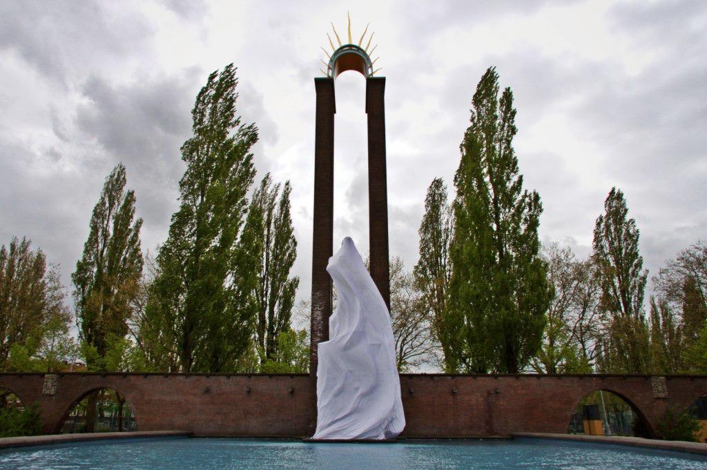 Framer Framed - Hacking History - Monument Indie-Nederland